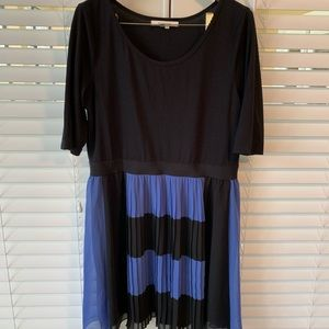 Blue and black 3/4 sleeve dress